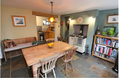 Rural Dorset cottage just 4.5miles from the sea