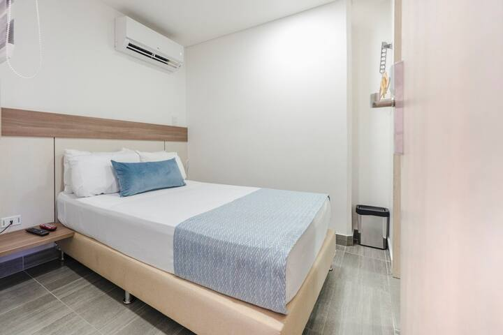 Single size bed - AC - Big smart tv - Bathroom - mini bar fridge