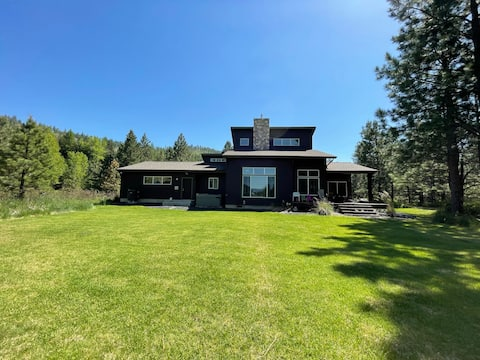 Secluded Waterfront House on Pend Oreille