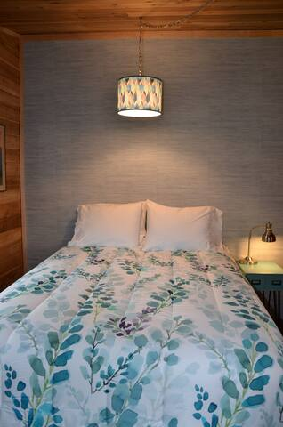 Bedroom 1 (new Serta medium firm queen mattress)