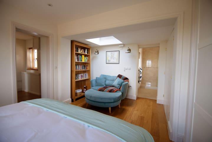 Walwyn Barn Master bedroom, view of sky light