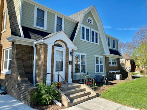 *Just Launched*Townhouse *Near Restaurants & Lake
