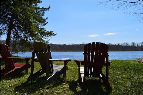 Newly Renovated Waterfront Cottage!