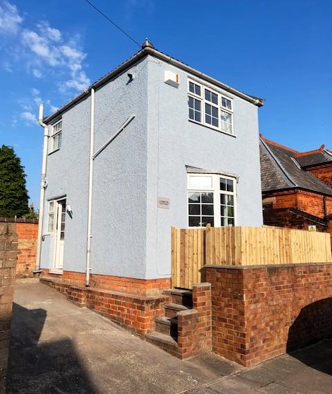 Cobblers Cottage, detached, parking, dog friendly!
