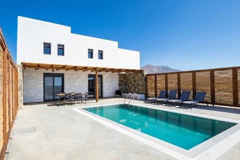 Cato Agro 2, Seafront Villa with Private Pool