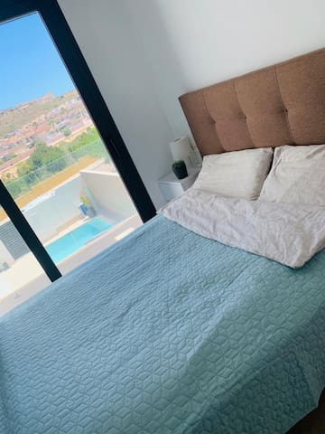 Twin bed on first floor with views!