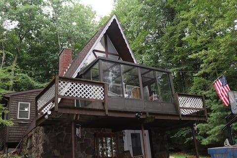 Escape in our Rain-Forest A-Frame Cabin-Retreat