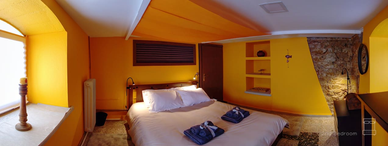The second bedroom in the ground floor. Queen-size double bed with comfy anatomical mattress and highest quality 100% cotton beddings, an open closet for your clothes, and pleasant warm colors.