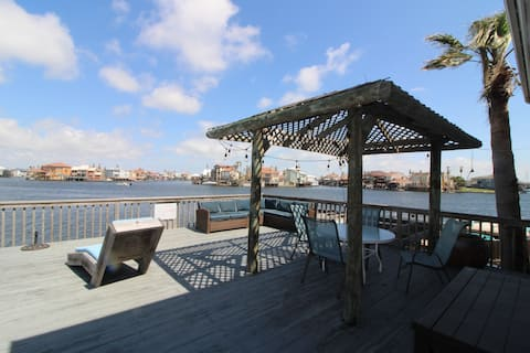 Stunning Waterview, Spacious Loft, Private Balcony
