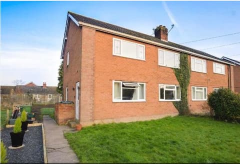 Cosy, modern apartment 5 minutes from Shrewsbury