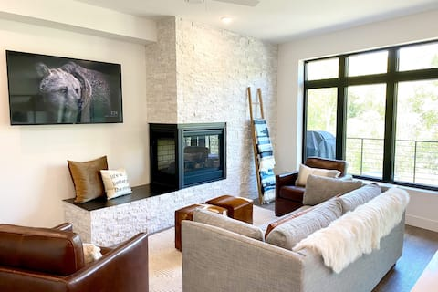 BRAND NEW Mountain Modern Luxury on the Blue River