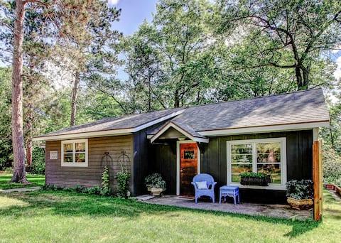 Adorable 1950's Vintage Lake Cottage!