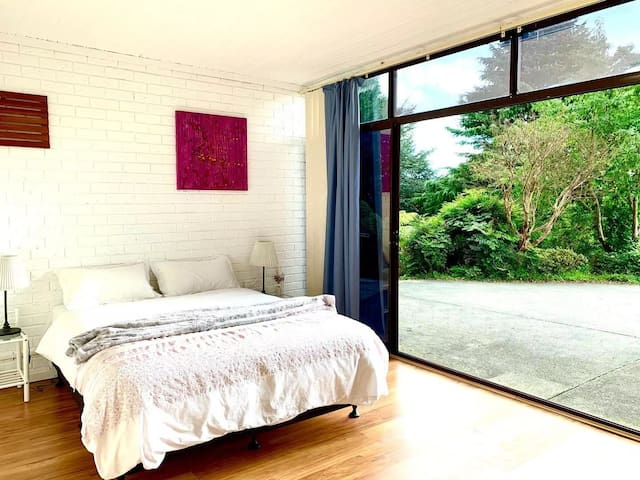 Room 5: At the ground floor with queen bed, with big window on the entrance of the property. A electric heater is in the room should you need it.