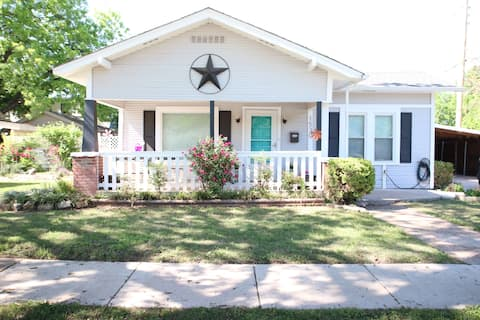 The Casey Cottage - Fully remodeled/Great Location