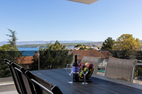 Double apartment with balcony and seaview