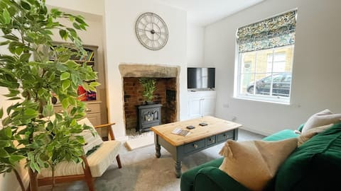 Cosy cottage in Saltaire village, Yorkshire