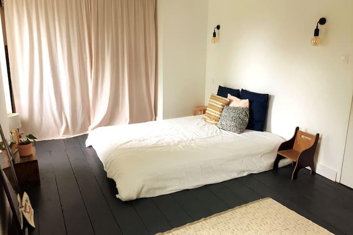 La chambre du 1er étage (le lit était en commande)