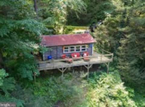 """""""ON THE ROCKS CABIN"""" the perfect getaway for 2!"""