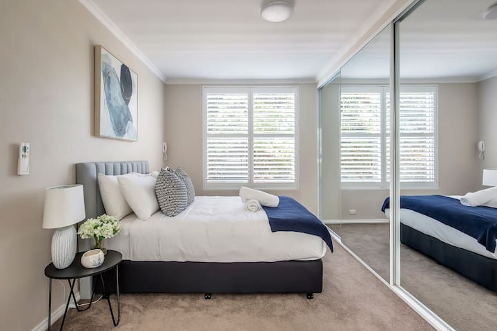 The master bedroom is fitted with an opulent king-sized bed, large wardrobes for storing your belongings and private ensuite bathroom.