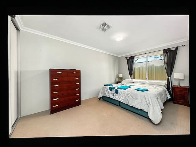 King size bed, large room. Tv and aircon in this room.