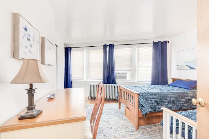 This 3rd bedroom with 2 twin beds doubles as an office space.