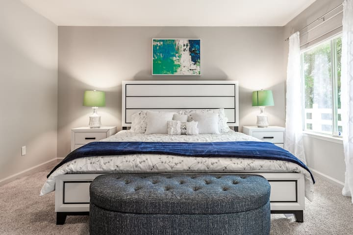 Beautiful and Huge master bedroom with King bed
