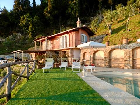 """Villa """"Il Grillo"""". Piscina, panorama e privacy."""
