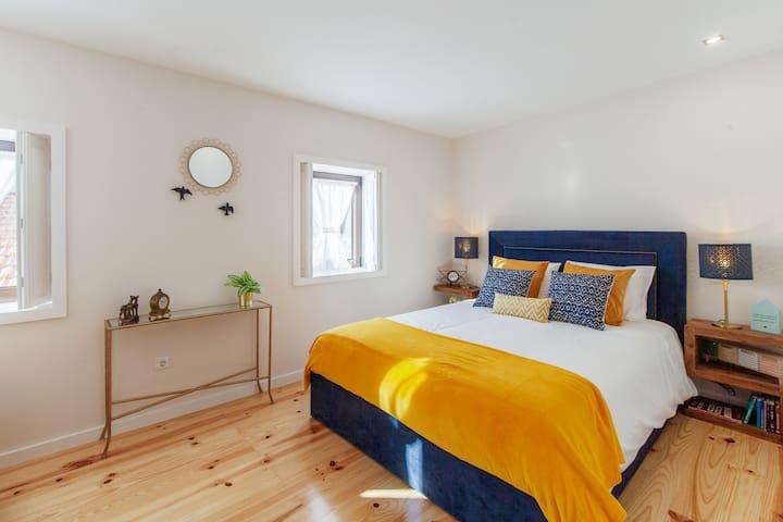 2nd floor - suite (bedroom and complete bathroom)