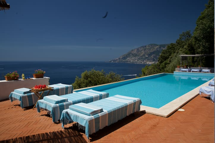 Private beach, XL marine pool. Monthly discounts