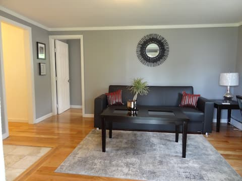 Cozy 1Br Apt with Patio & Off Street Parking