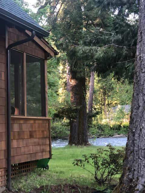 *NEW LISTING* Riverfront Cabin on the Mckenzie