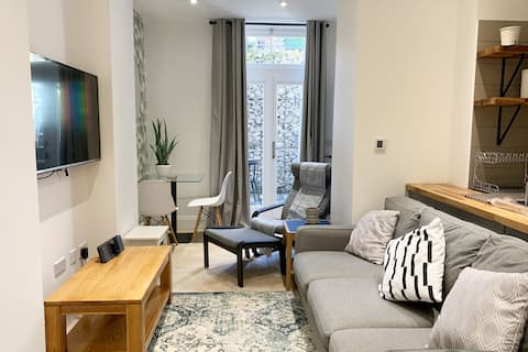 The Courtyard - Flat 0 - Manstone House