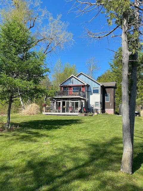 LAKESIDE HOME in Michigan's Thumb