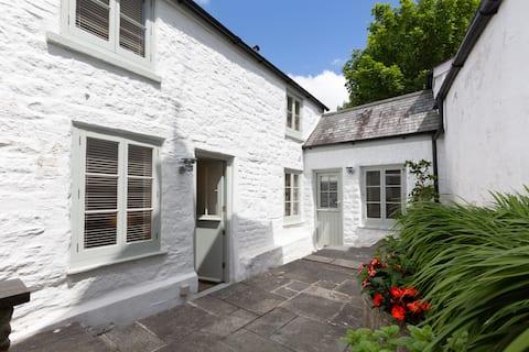 Historic Cornish Cottage near Falmouth