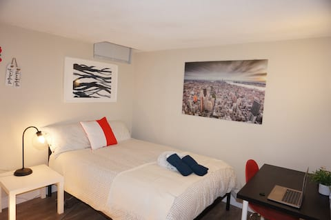 E3 New cozy modern bsmt  room* 11' to airport.