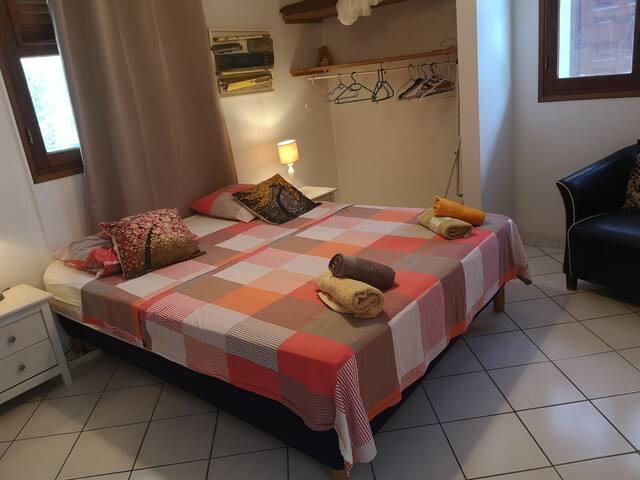 chambre 1 climatisée (1 lit 160)