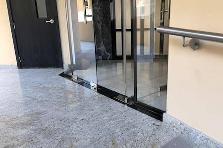 Step-free building entrance