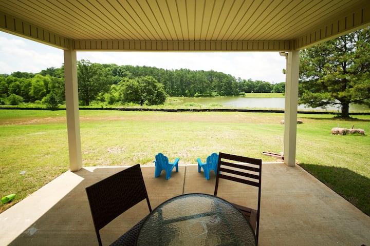Tranquil Lake home- modern & safe