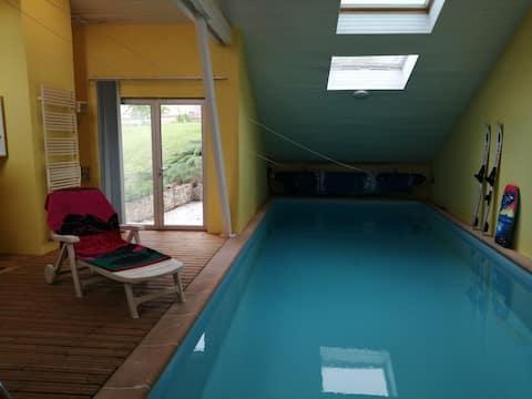 2 chambres dans maison avec piscine intérieure