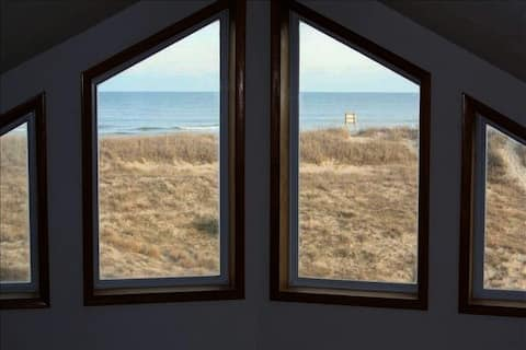 Escape to Nature: Beautiful 4WD Oceanfront Home