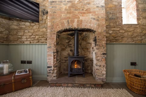 Rural Grade II listed cottage - wood fired hot tub