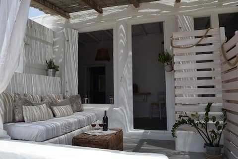 Cycladic Cottage Apartment in Paros