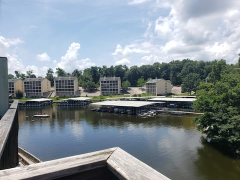 Inviting waterfront condo in quiet cove on MM 12