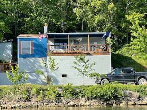 Dave's River Cottage on the Shenandoah River