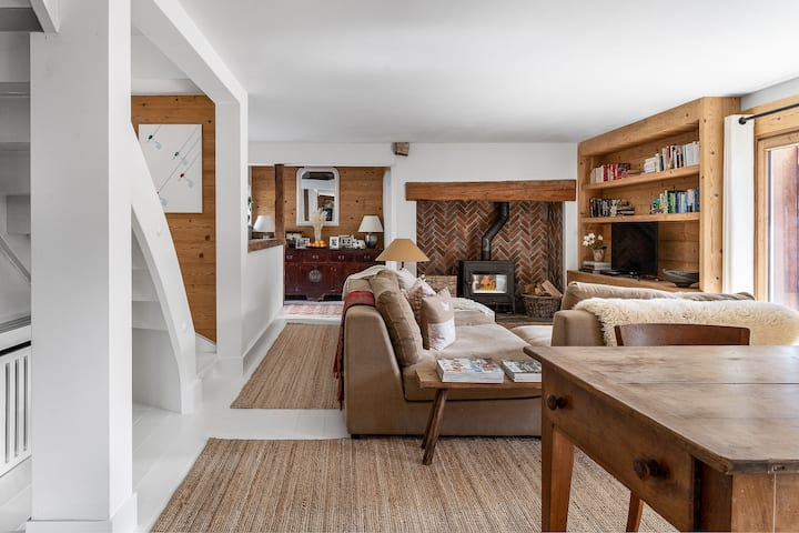Outstanding chalet. Close to lifts.