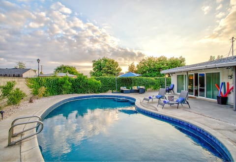 Charming Modern Home w/ Pool/Firepit/Pinpong Table
