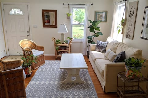 Bright beautiful home in charming Berlin MD