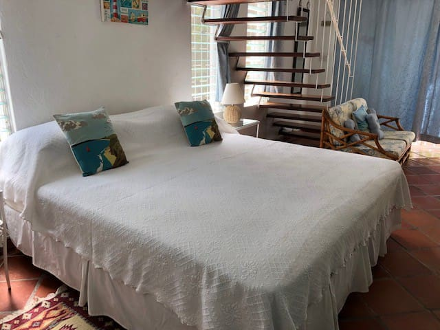 Very comfortable large bed. Linen is changed twice weekly by the maid service.