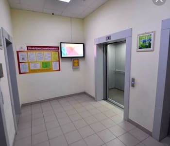 Широкие коридоры, удобные широкие двери в лифт