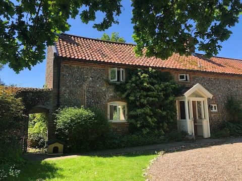 Tilly's Retreat-2 Bed-Large Private Garden-Parking